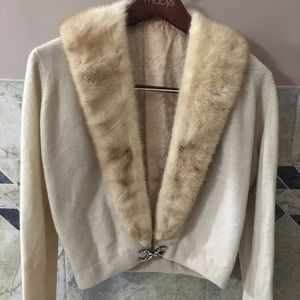 Sweaters - iGorgeous Vintage Sweater with Fur Collar
